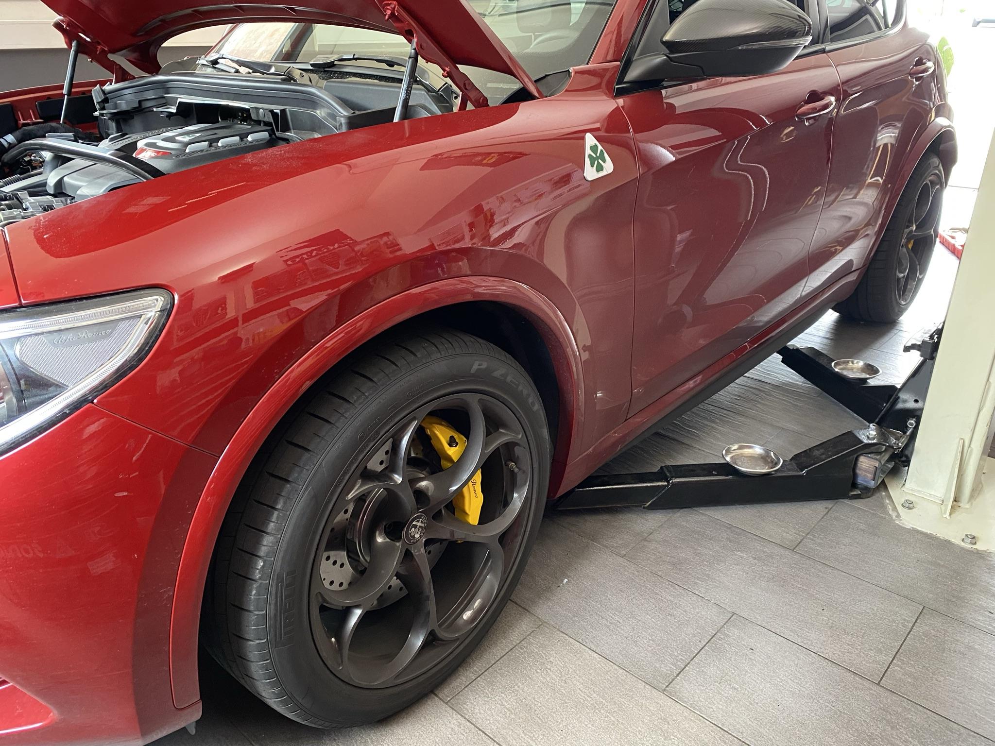 Tieferlegung mit H&R Federn an einem Alfa Romeo Stelvio QV