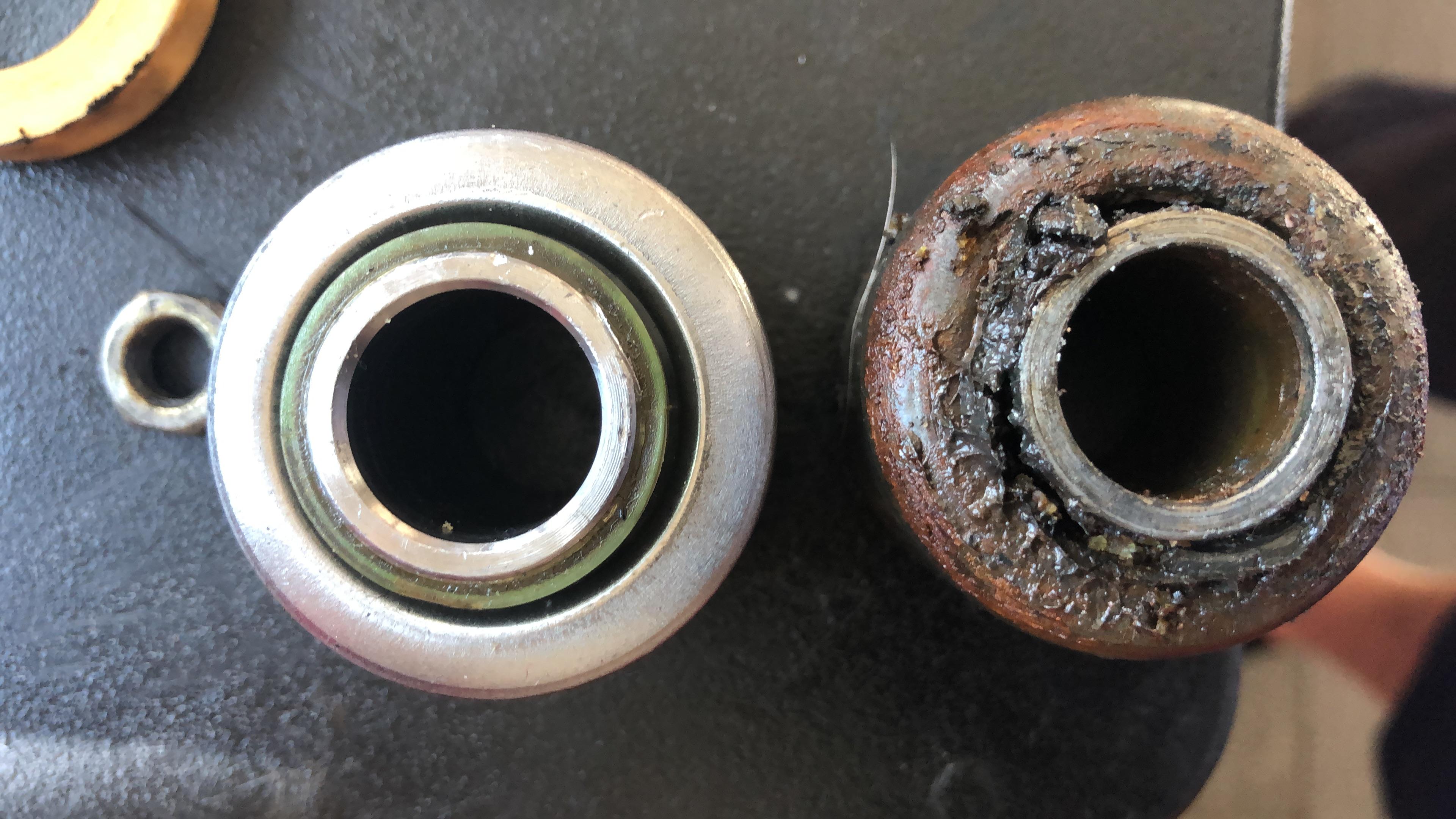 Das Problem der Querlenkerbuchsen beim Alfa Romeo Spider 105/115: Wenn die Autos älter werden, knarrt es an der Vorderachse beim Fahren