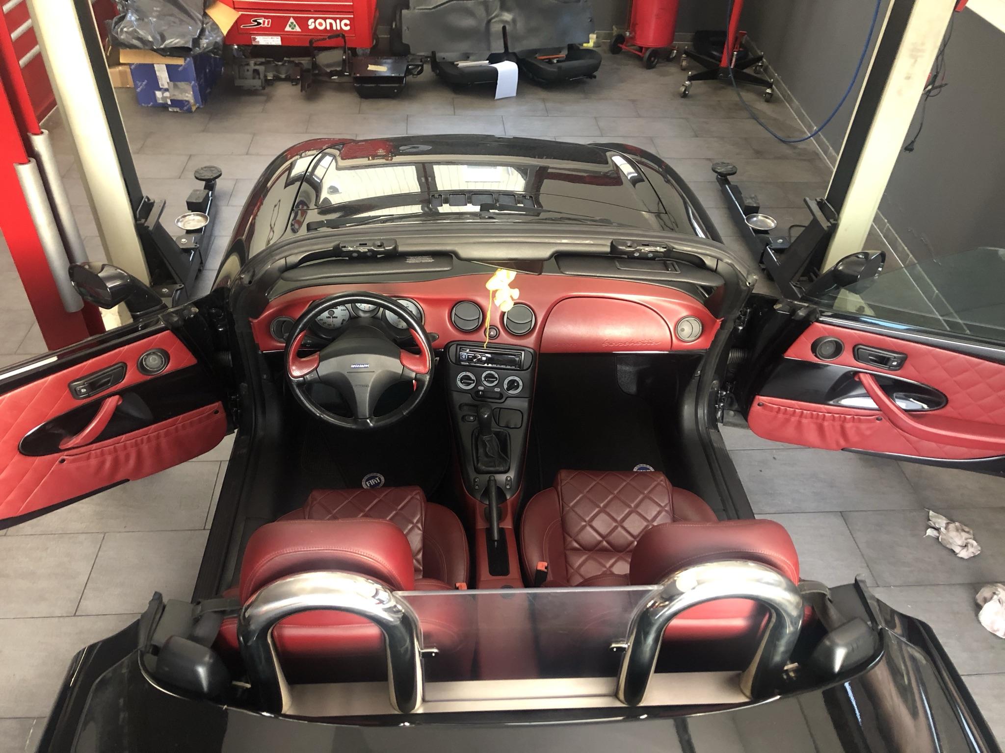 Umbau der Innenausstattung eines Fiat Barchetta auf Limited Edition