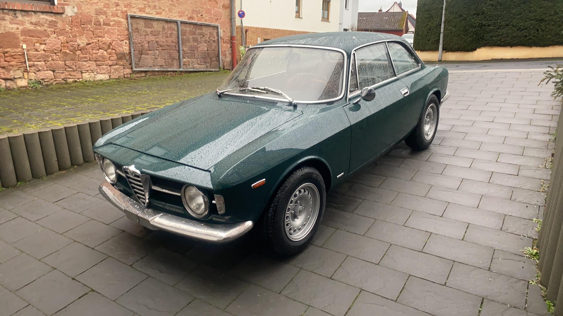 """Alfa Romeo Bertone GT 1300 Junior als """"Kantenhaube"""" mit optimiertem Motor"""