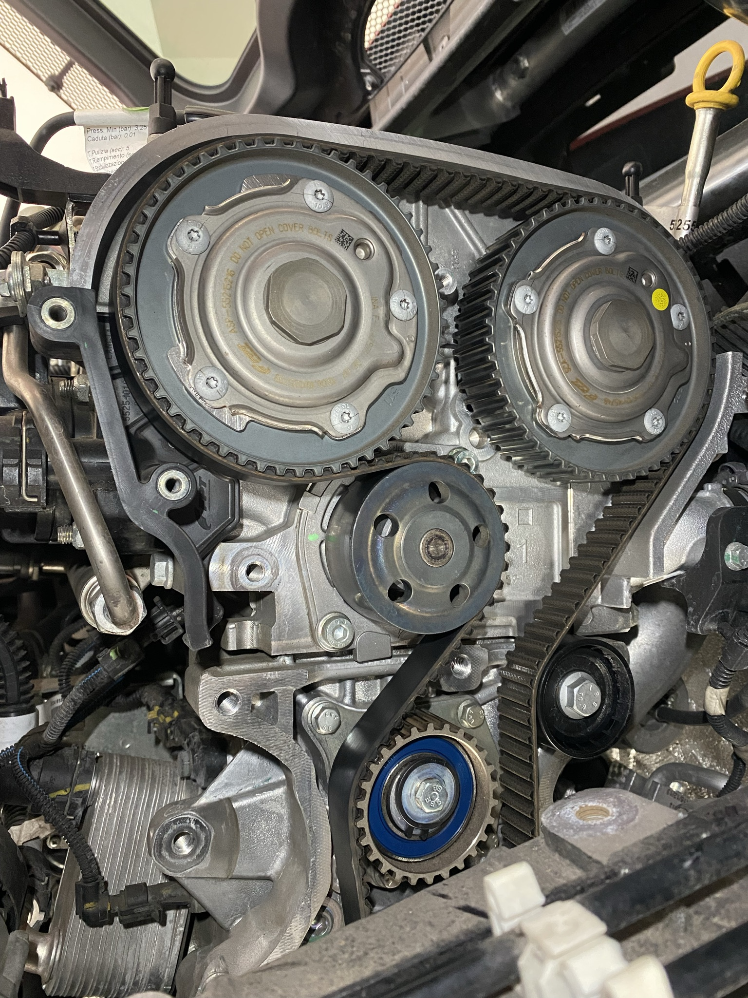 Zahnriemenwechsel an einem Alfa Romeo 4C Coupé